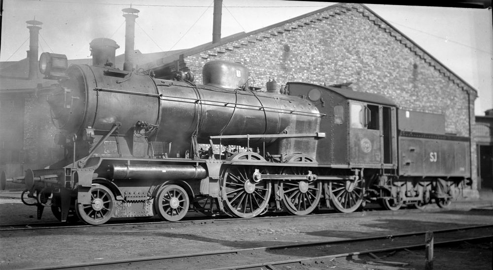 SJ A7 1749, f.d. DJ H3 9, i Halmstad 1949. Källa Samlingsportalen Jvm.KBIA02557