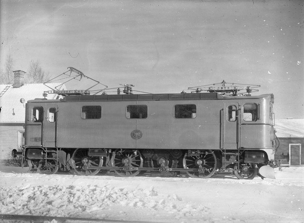 SJ Da 792 1952 i leveransskick med vanliga ekerhjul. Källa Samlingsportalen Jvm.KAFP00064