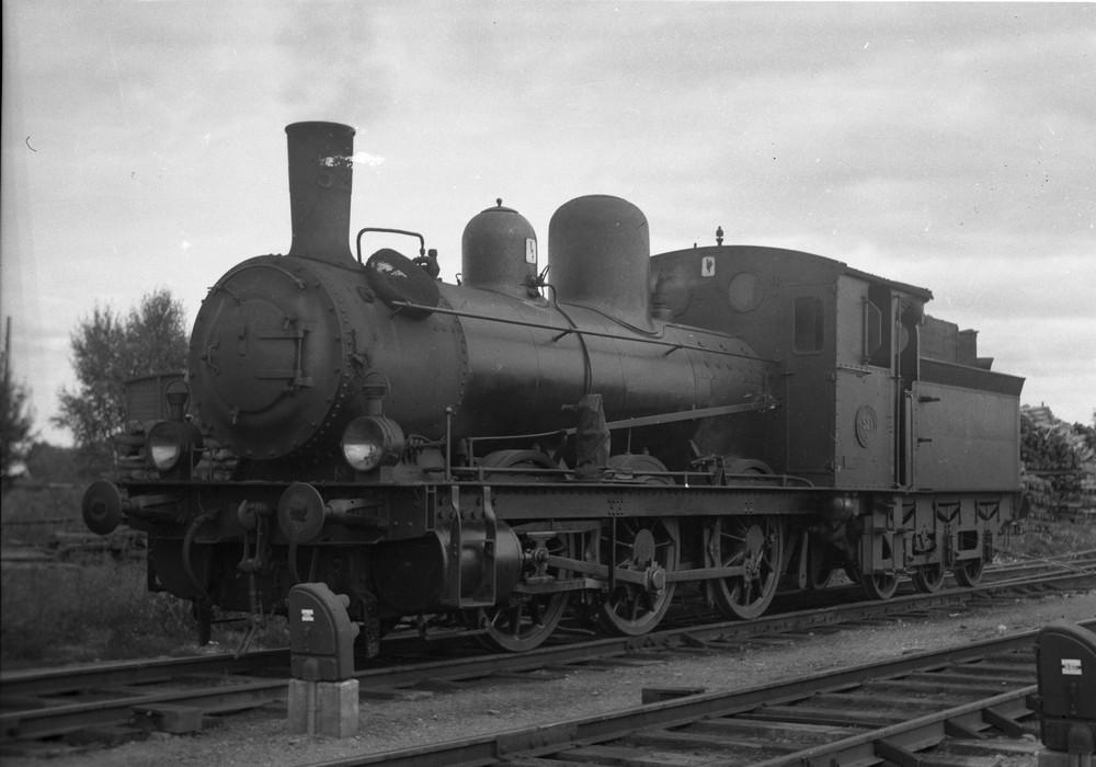SJ Ka 521 med överhettning och C-tender, i Uppsala 1937. Källa Samlingsportalen Jvm.KBIA05467
