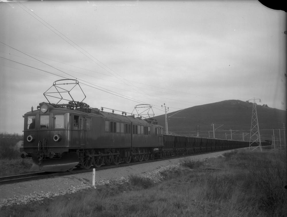 SJ Oe 57-59 i Kiruna på 1920-talet. Källa Samlingsportalen Jvm.KAGD00089