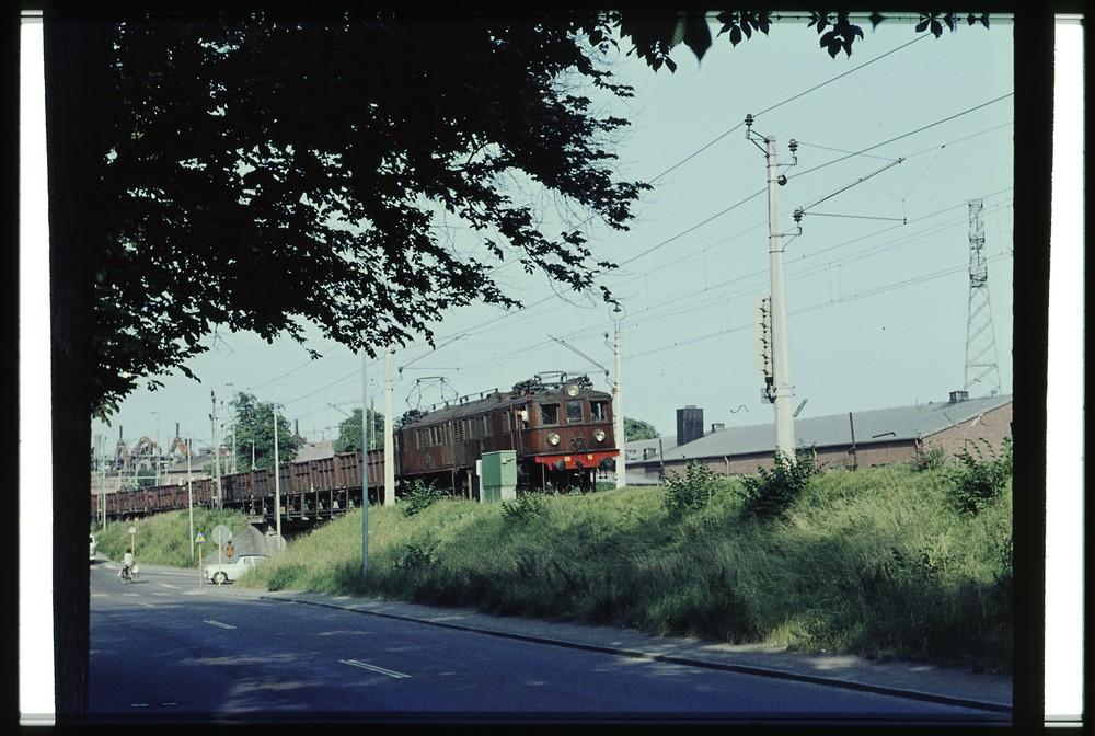 SJ Of2 56-57 på 1960-talet. Källa Samlingsportalen Jvm.KEAH00008.