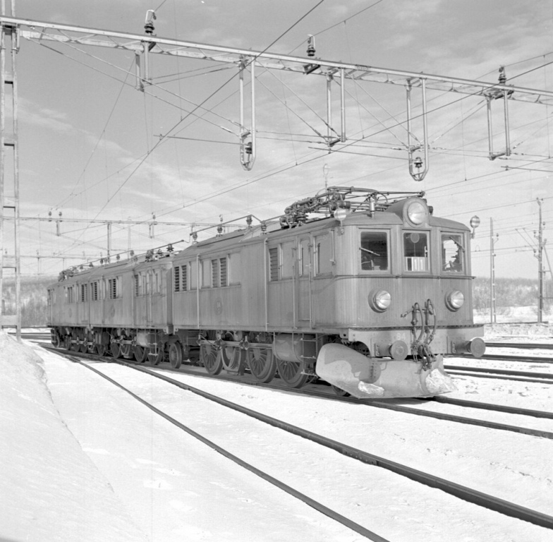SJ Of3 82, 83, 84. Foto John Hylterskog, Samlingsportalen Jvm.KBDB09968