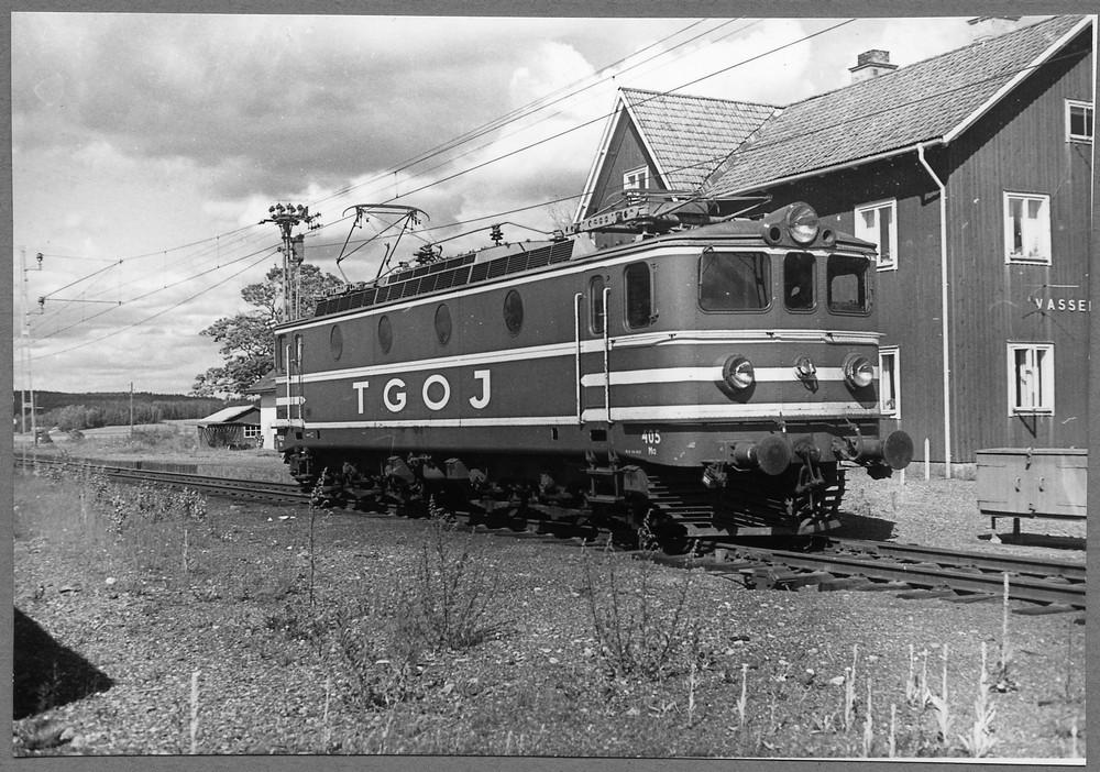 TGOJ Ma 405 i Vasselhyttan 1965, dosan mellan strålkastarna är för multipeldrift. Källa Samlingsportalen Jvm.KDAJ04533